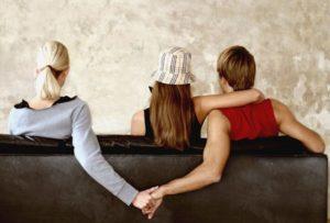 Uomo con la sua donna e l'amante